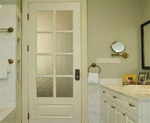 洗手间门用哪种材质好  洗手间的门怎么保养使用寿命更长_a