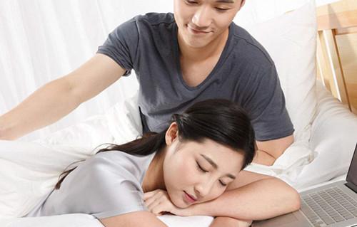 已婚男人喜欢你的征兆有哪些  一个男人爱你的表现