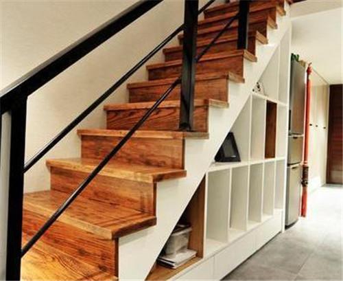 阁楼楼梯用哪种材质比较好