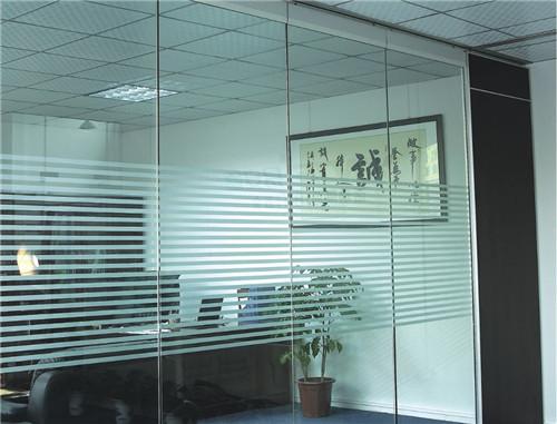 玻璃活動隔斷怎么樣 玻璃活動隔斷價格貴不貴