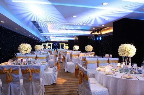 婚礼一般几点开软床十大品牌普通婚礼多少钱?