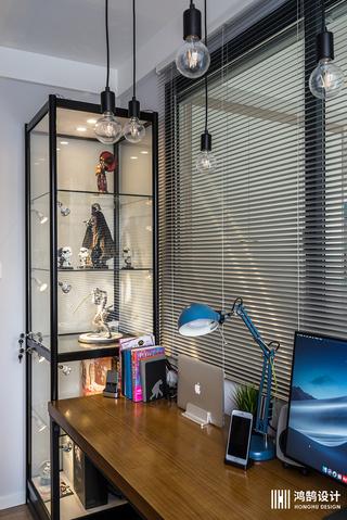 90平三居装修展示柜图片