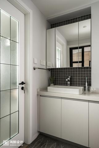 90平三居装修浴室柜图片