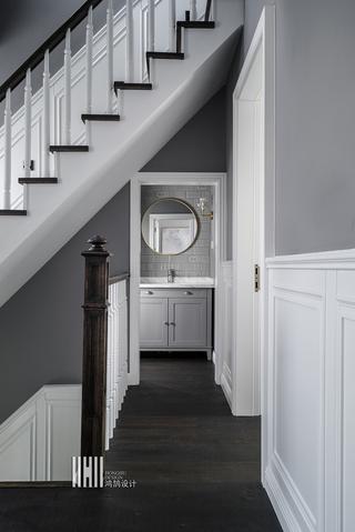 新美式别墅装修楼梯走廊