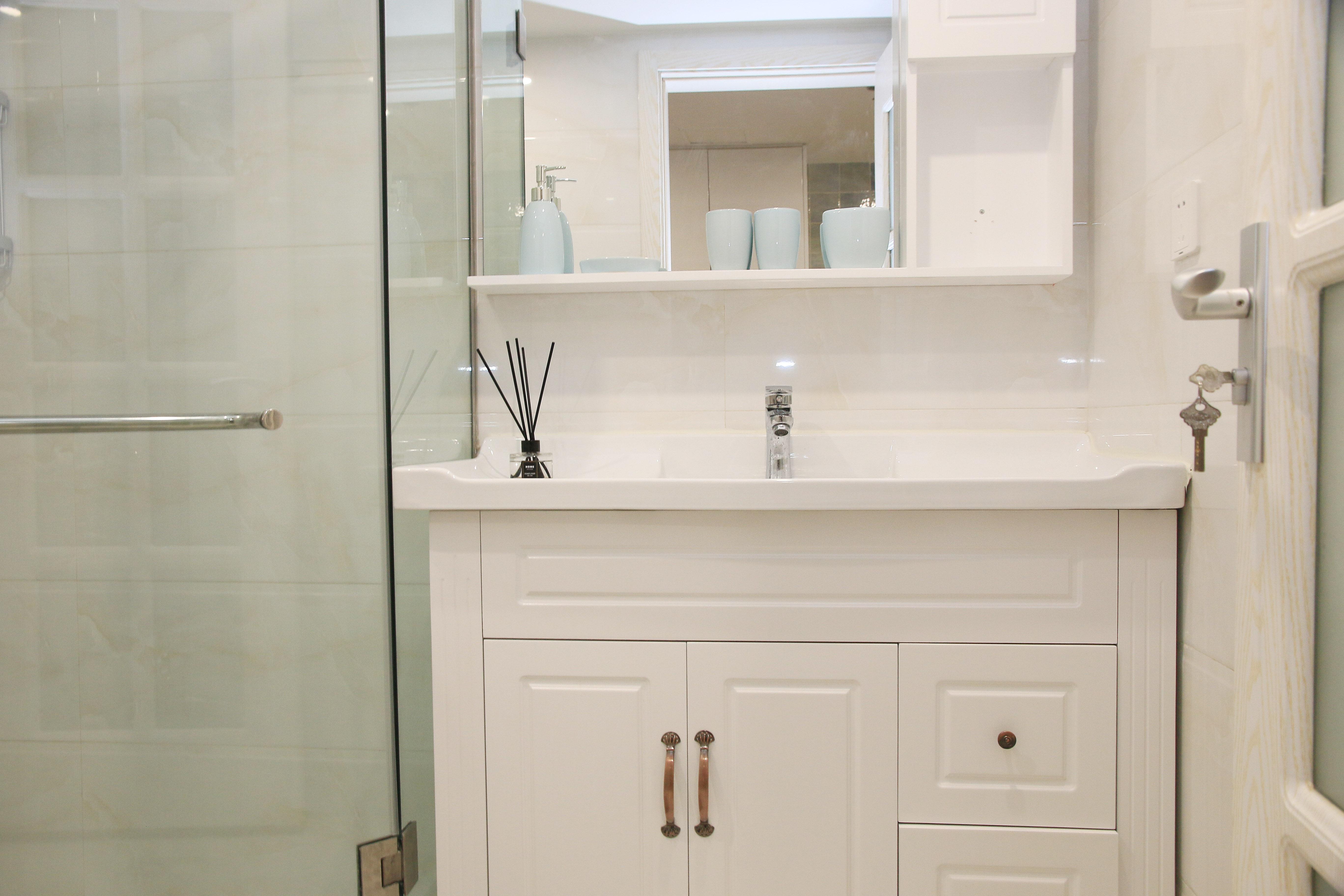 北欧简约风二居装修浴室柜图片