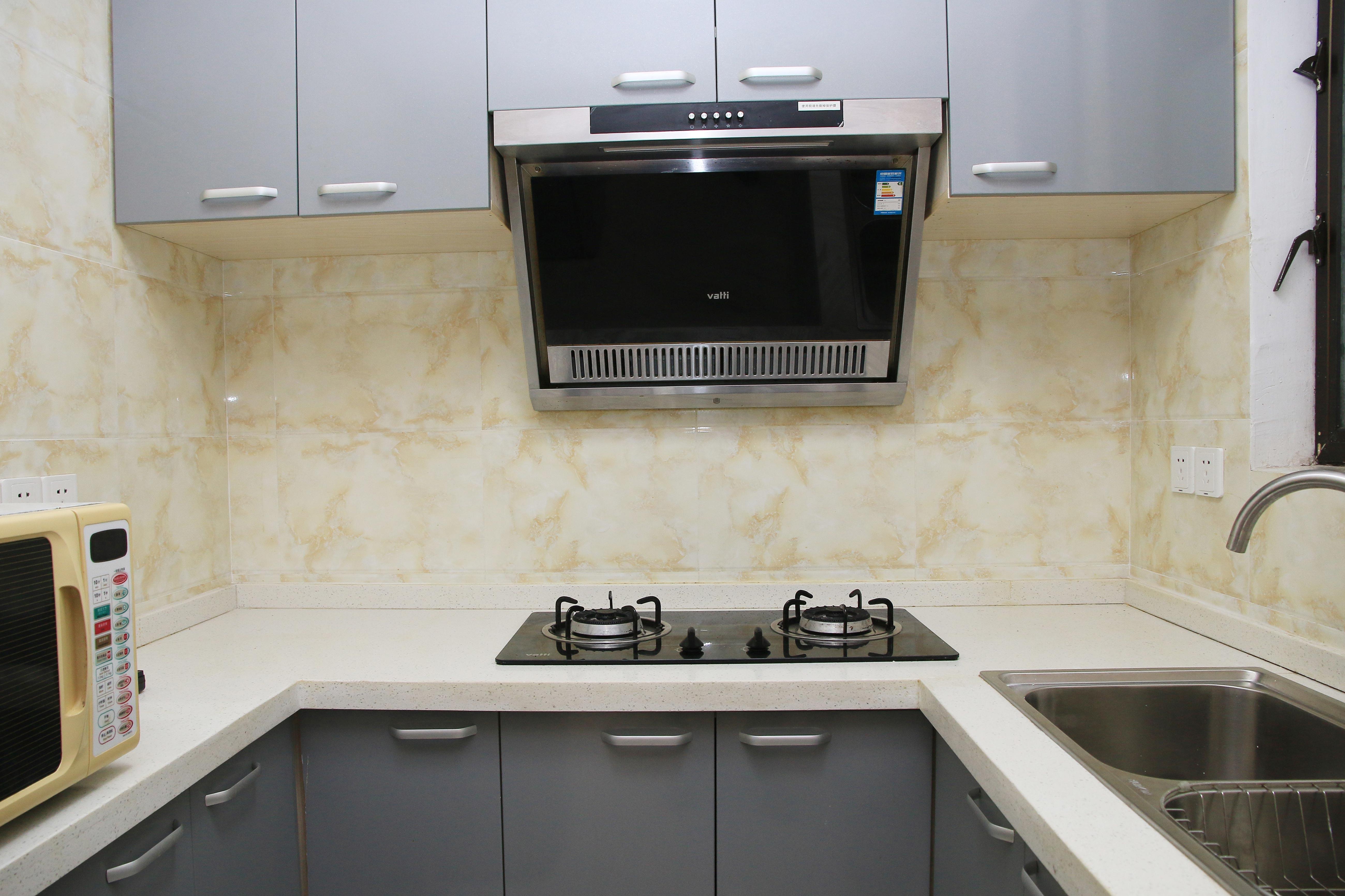 85㎡现代风格二居室装修厨房搭配图