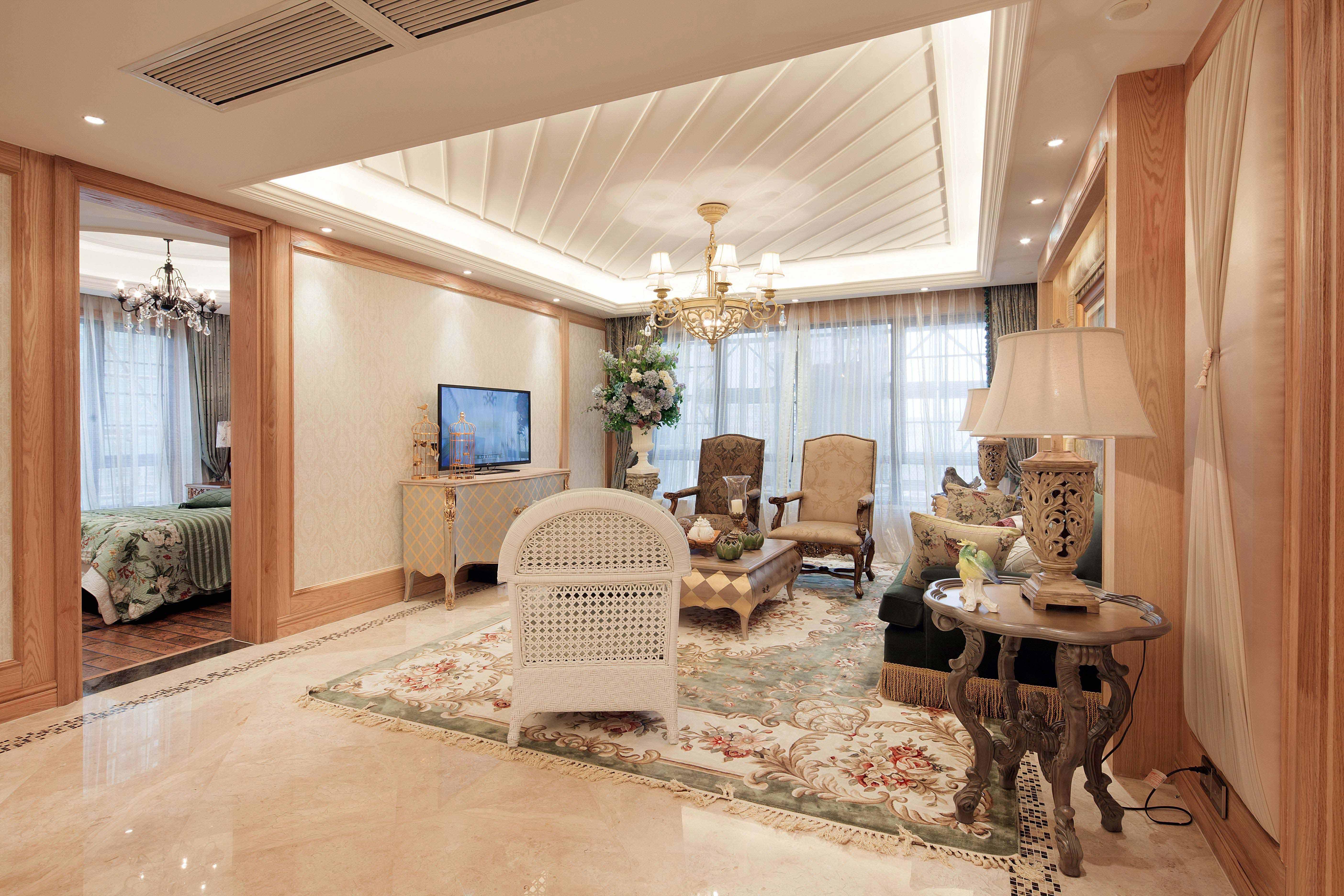 150平欧式风格三居电视背景墙装修效果图