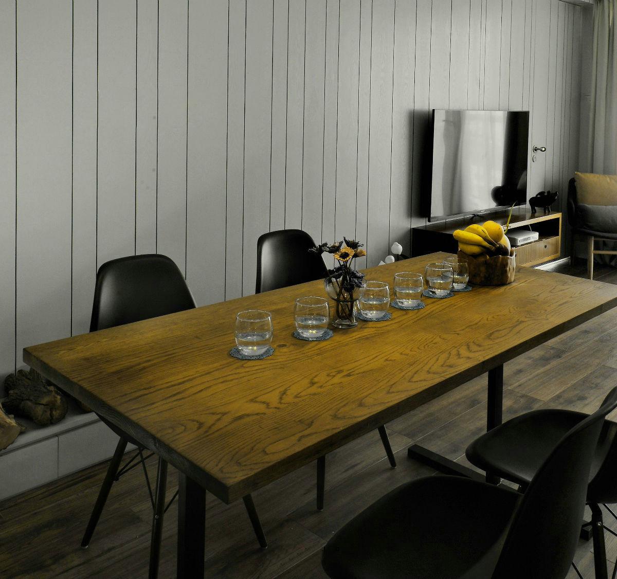 现代简约三居室装修餐桌设计图