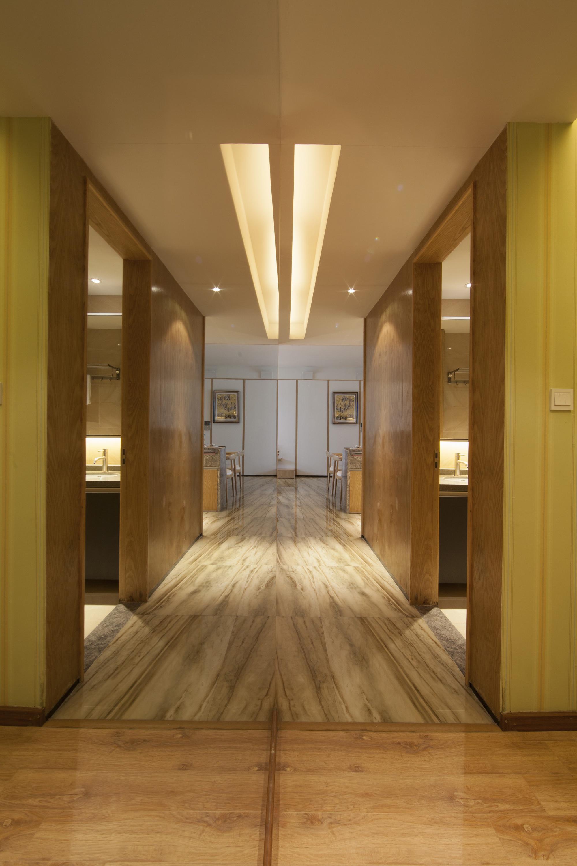 三居室现代风格装修过道设计效果图