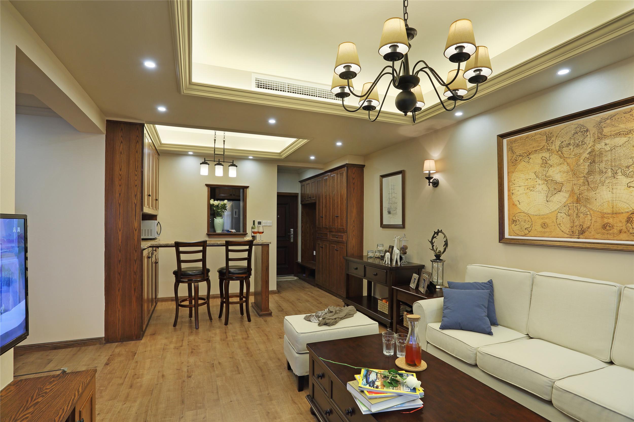 70㎡美式风格二居客厅吊顶装修效果图