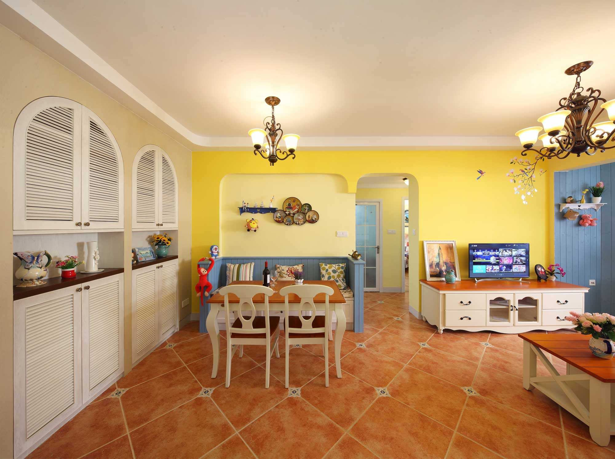 地中海田园混搭三居餐厅背景墙装修效果图