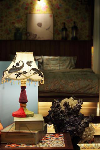 东南亚风格二居室装修台灯设计图