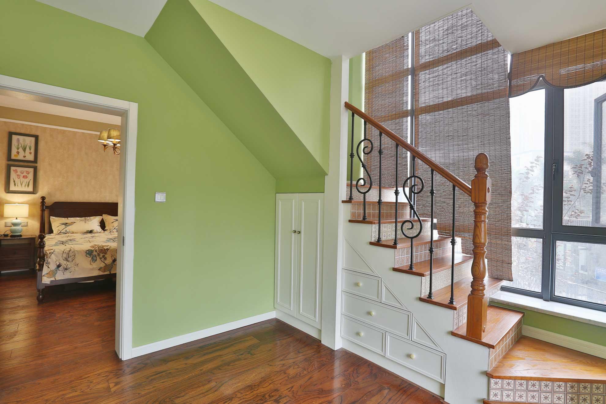 大户型美式乡村风格装修楼梯间设计图