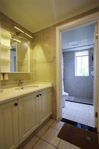 现代美式风格四居装修浴室柜设计图
