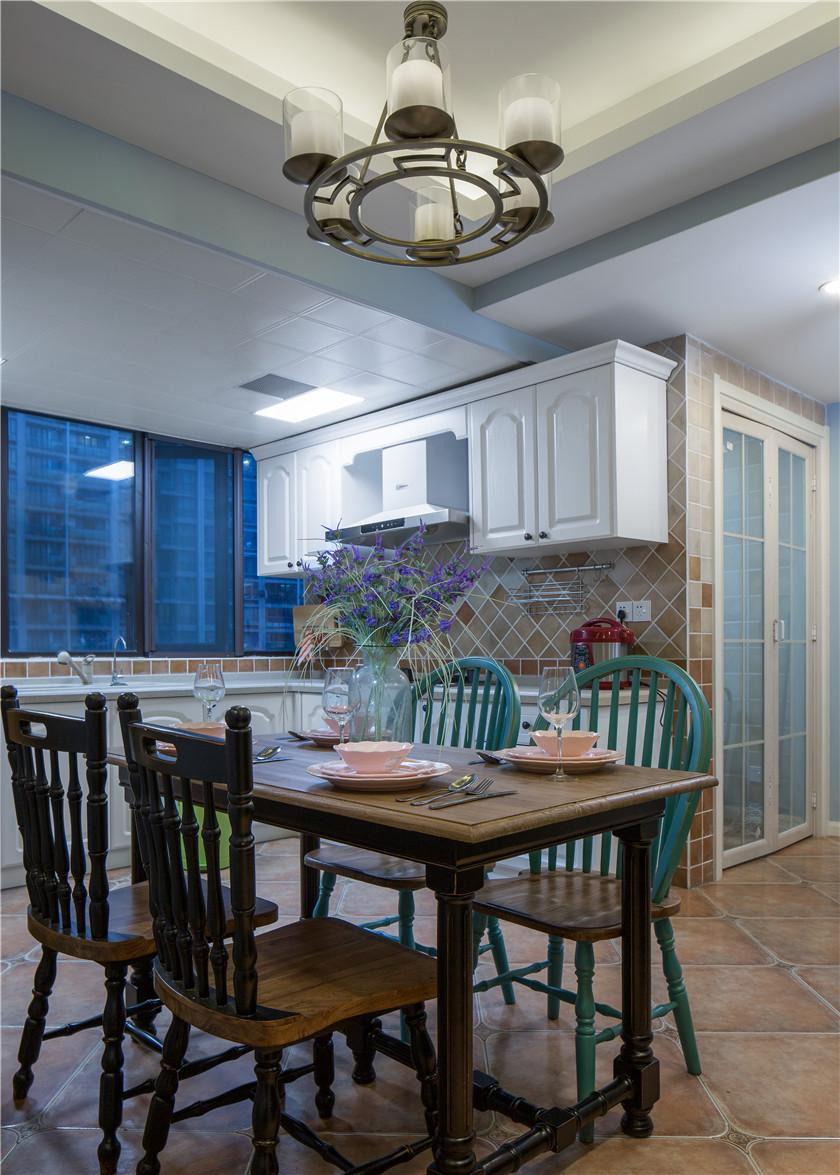 美式混搭风格二居室装修餐桌椅设计图