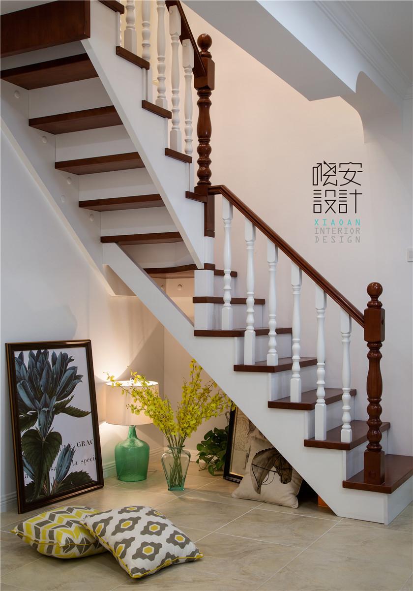 现代美式风格复式装修楼梯间效果图