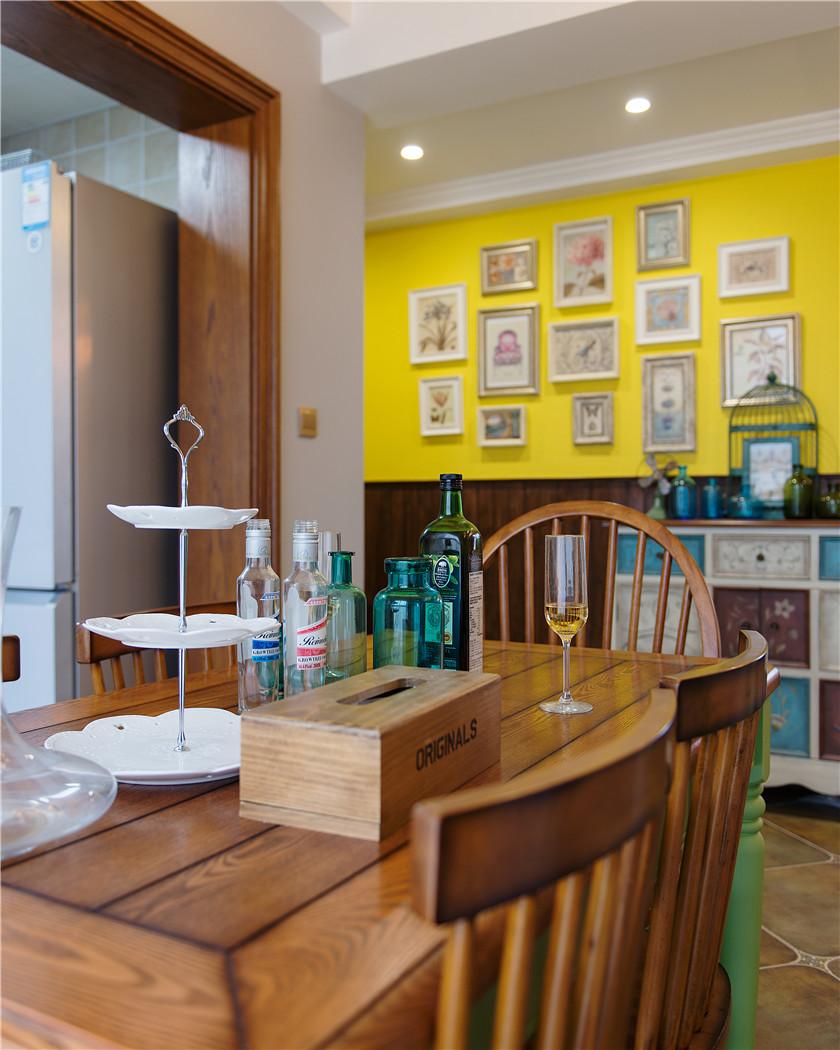 110平美式乡村风格装修餐桌设计图
