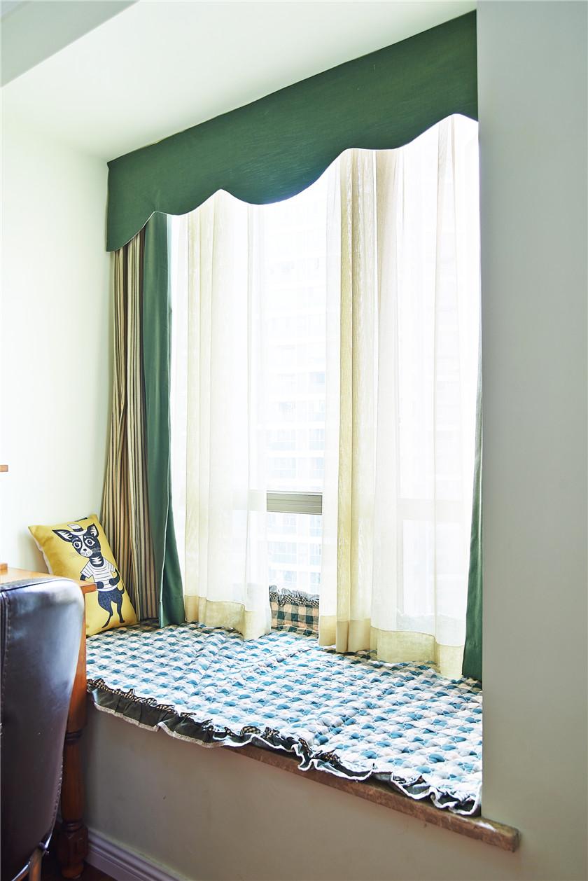 现代简美风格三居飘窗装修效果图