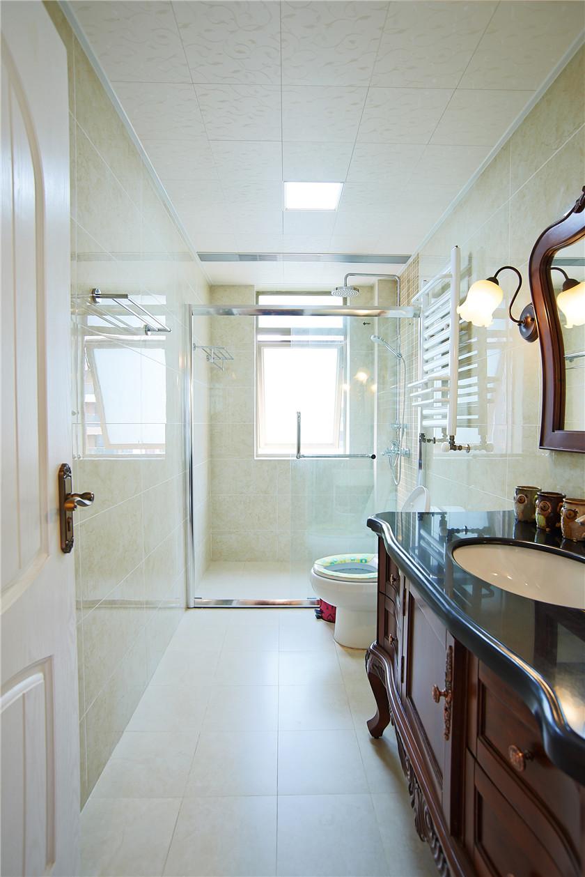 现代简美风格三居卫生间装修效果图