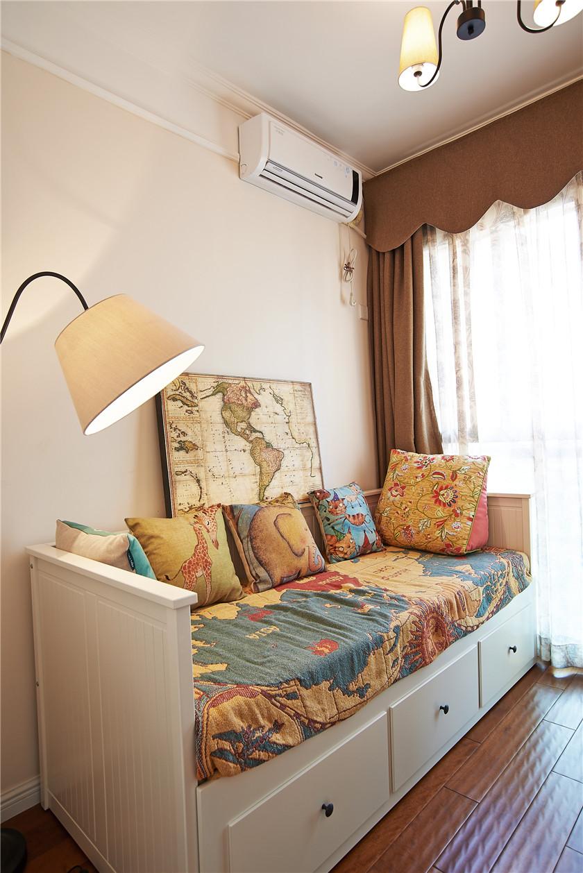 现代简美风格三居装修沙发床效果图