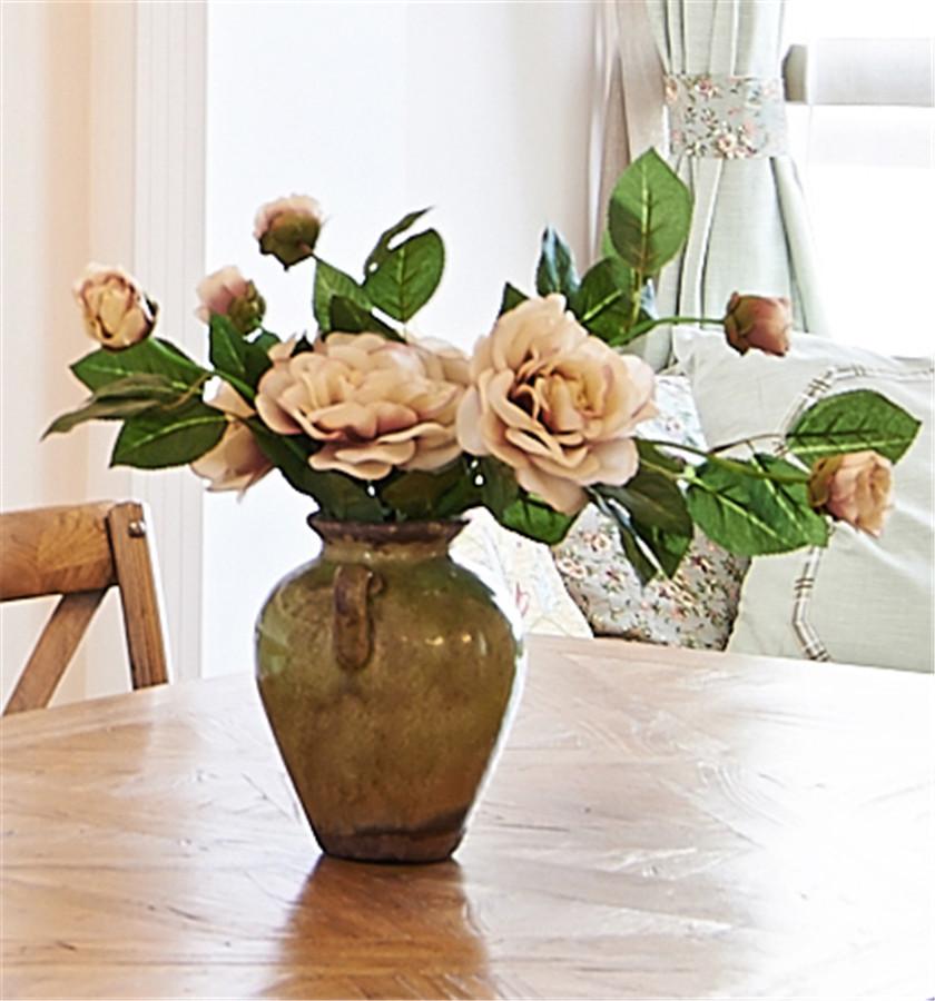 现代简美风格三居装修花瓶特写