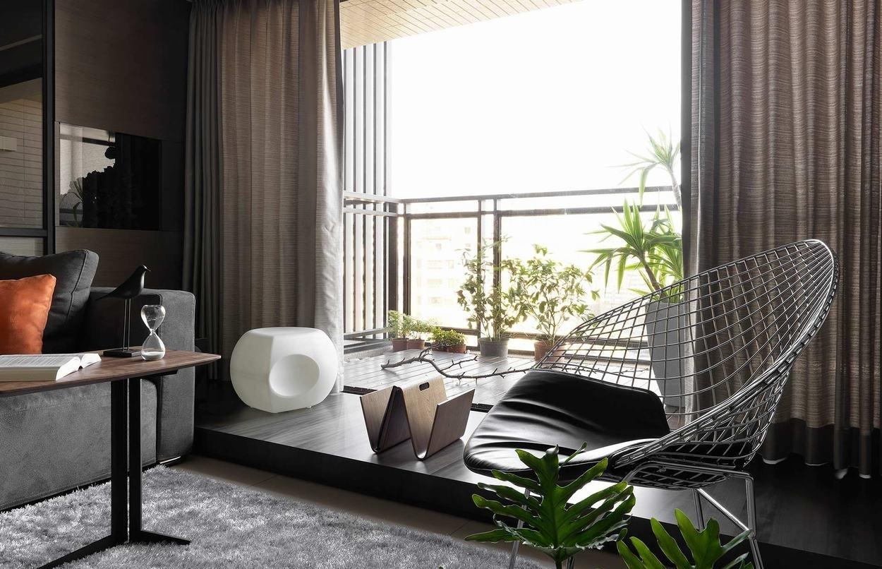 后现代风格三居室阳台装修效果图