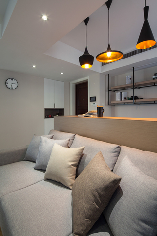 90平现代简约风格装修沙发抱枕特写