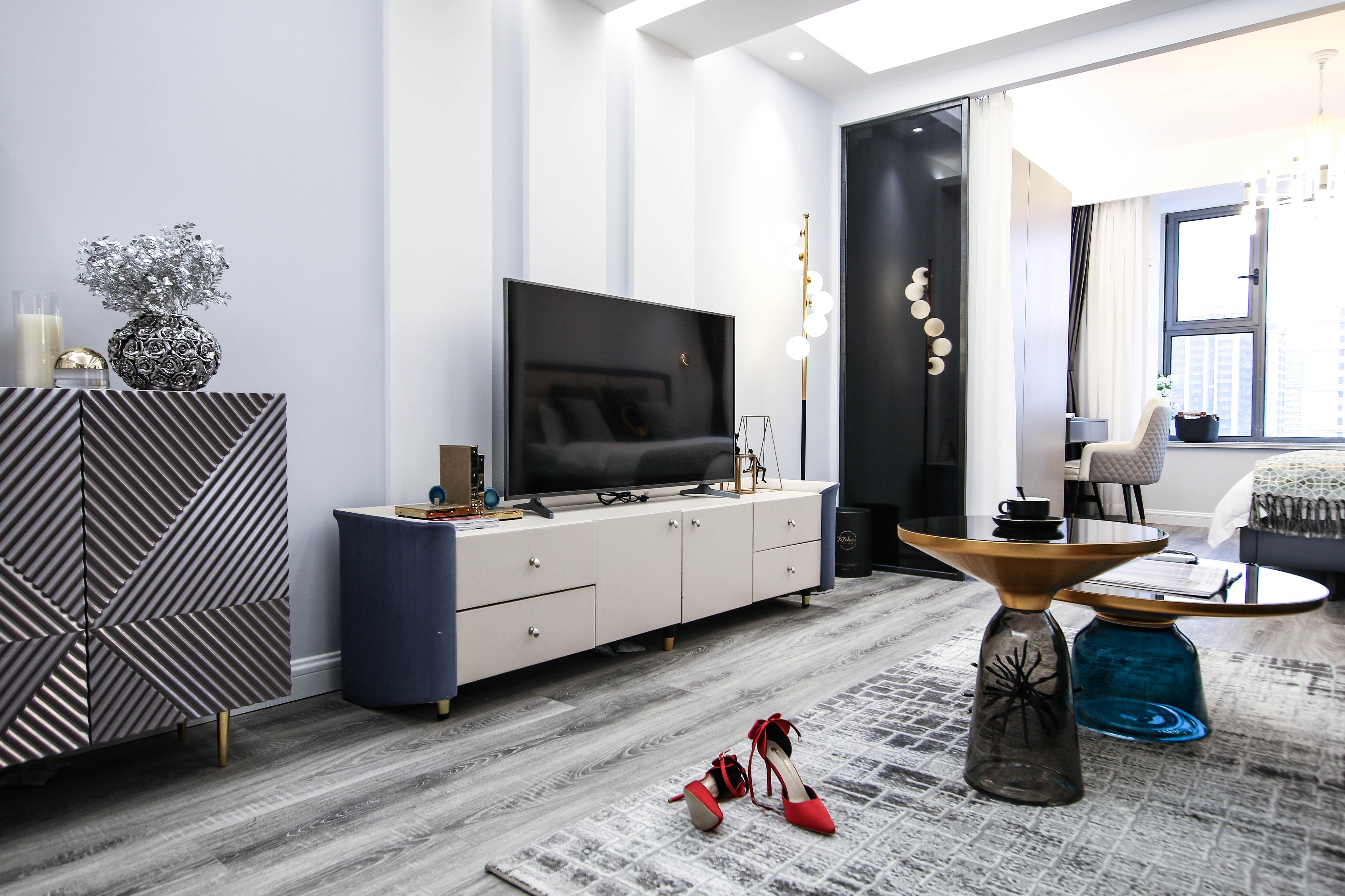 现代轻奢一居室电视背景墙装修效果图