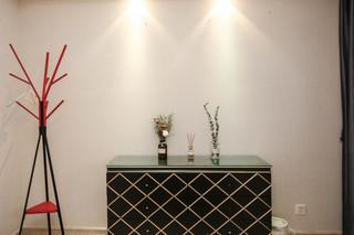 现代风格三居装修餐边柜设计