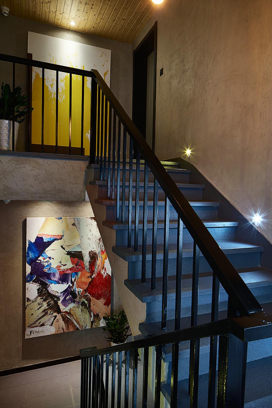 大户型复古风公寓装修楼梯间设计图