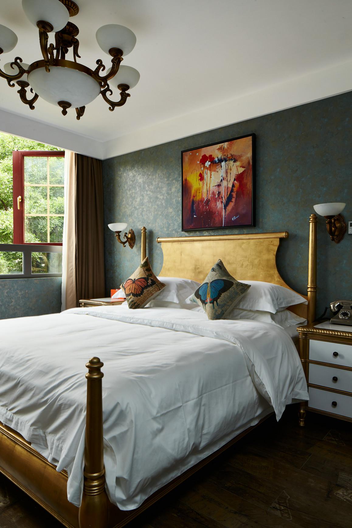 大户型复古风公寓卧室装修设计图