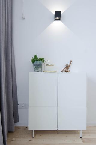 现代北欧风三居装修卧室边柜设计