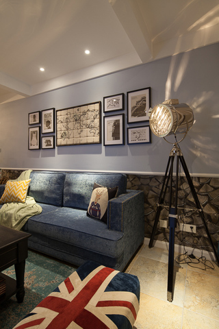 美式混搭三居室沙发背景墙装修效果图