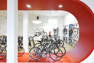 红色系自行车行装修设计图