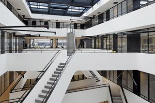 大学科研楼楼梯空间设计效果图