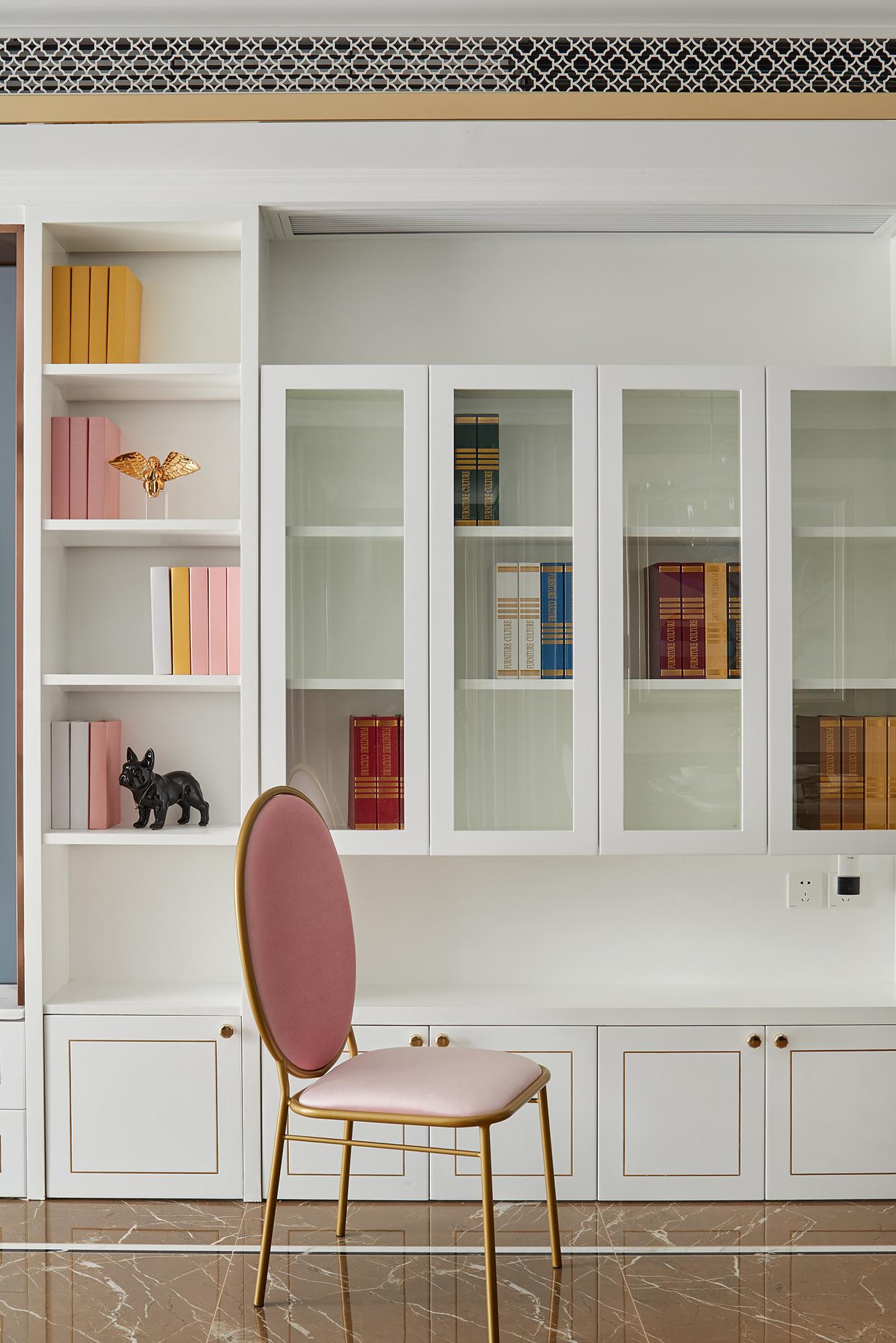 法式风格三居室书柜装修效果图