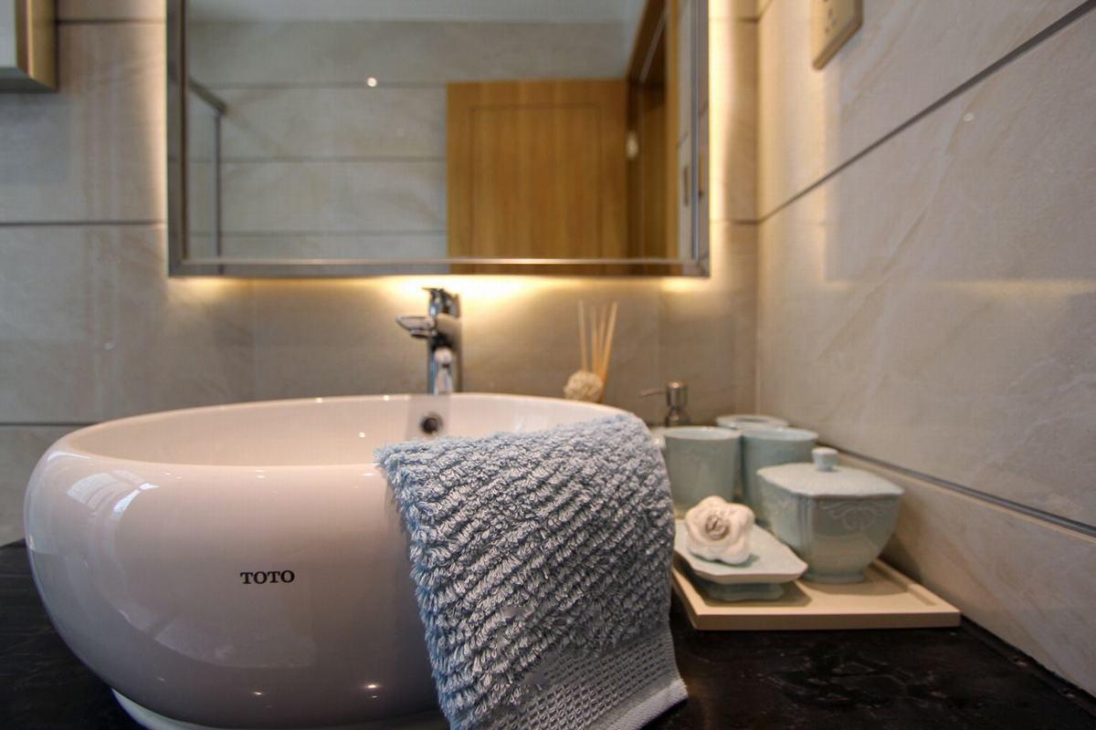 时尚简欧三居室洗手台装修效果图