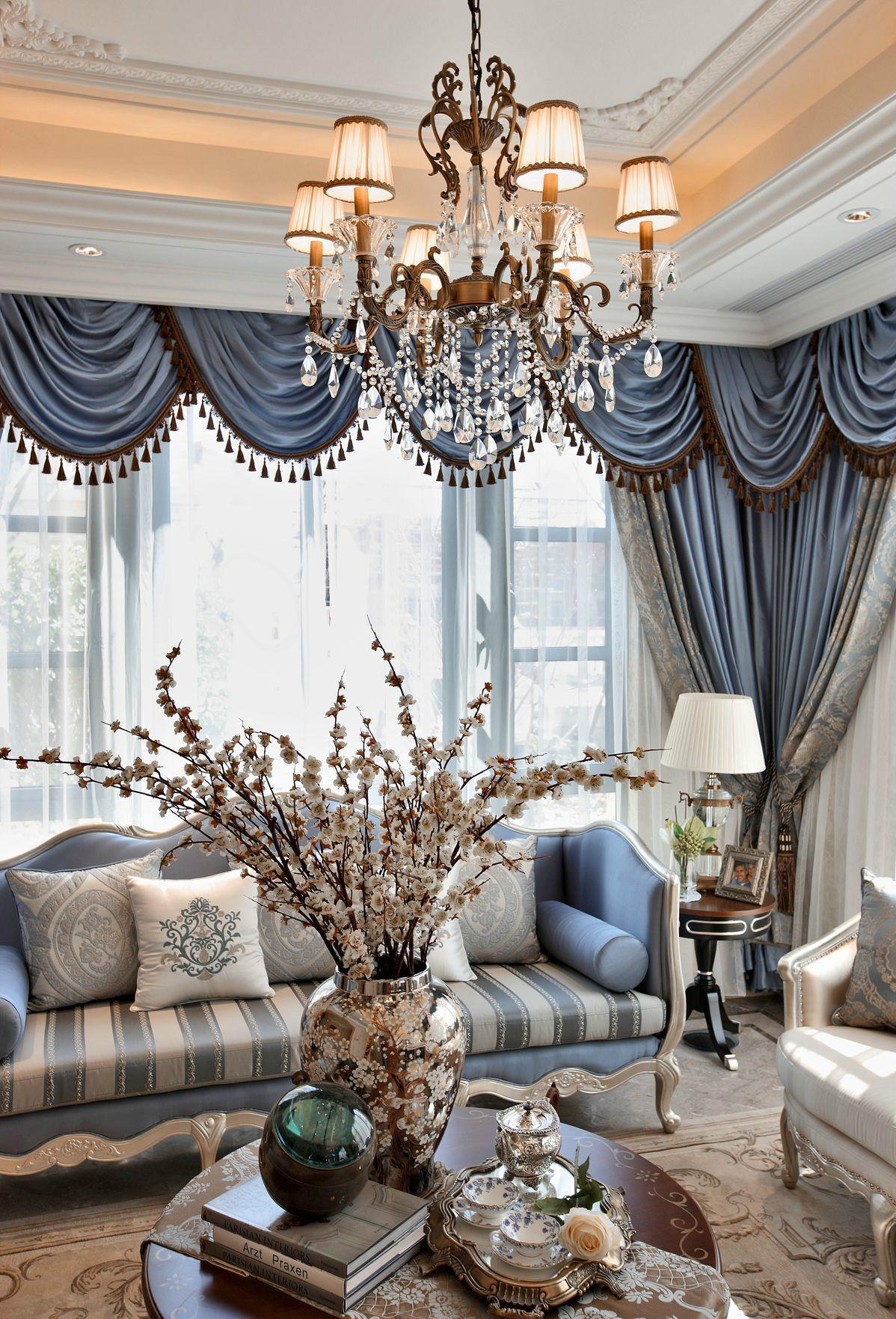 法式风格别墅客厅吊灯装修效果图
