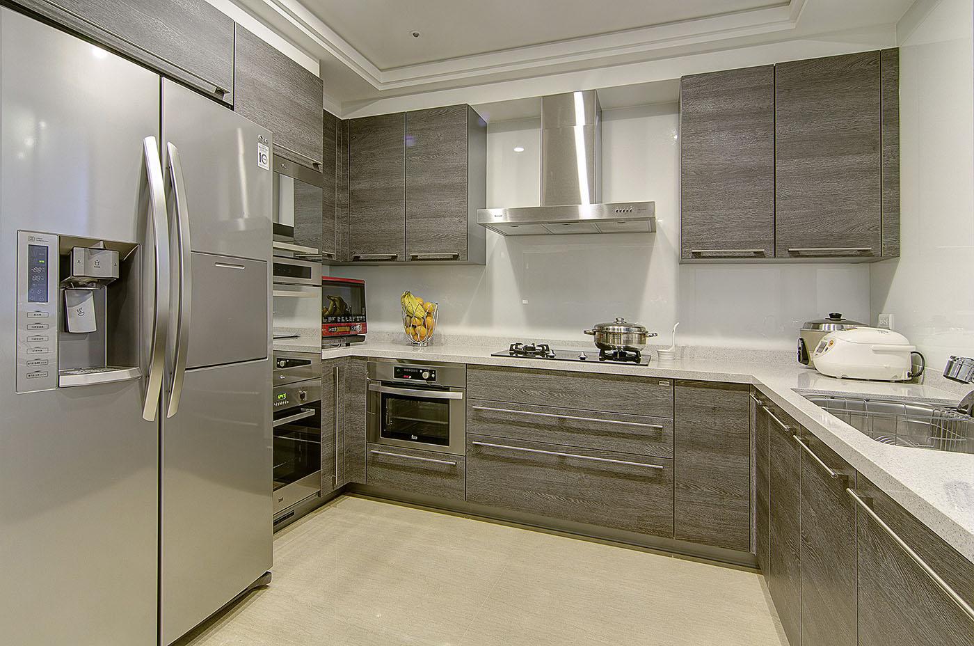 大户型现代奢华风厨房装修效果图