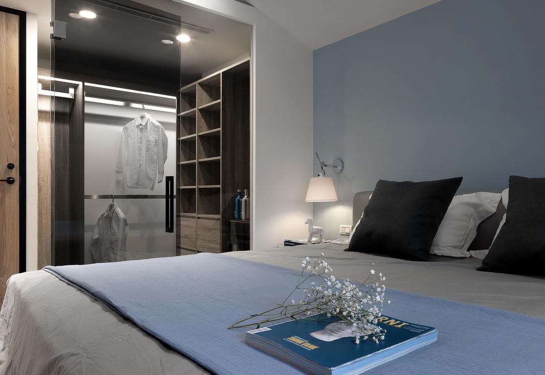 90平米现代简约卧室衣帽间装修效果图