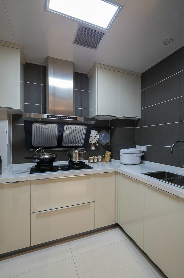 105平现代简约风格厨房装修效果图