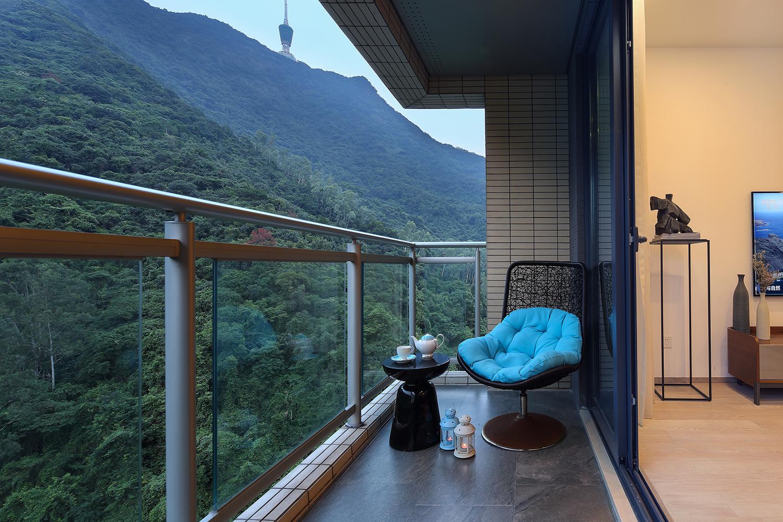 130平现代三居室阳台装修效果图