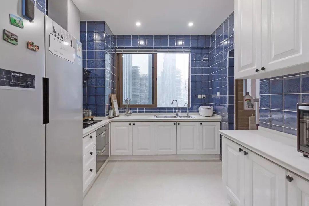 120平美式三居厨房装修设计图