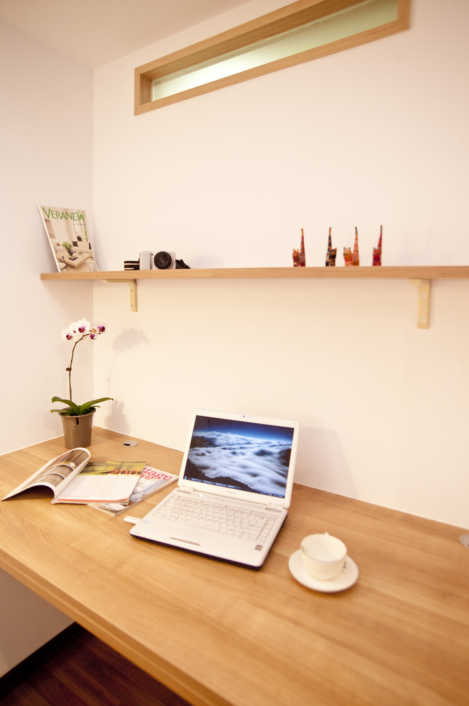 小户型现代风格装修书桌设计图