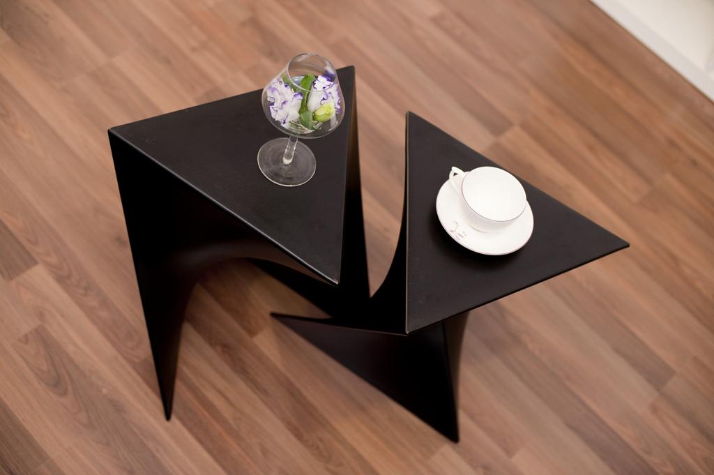 小户型现代风格装修茶几设计图