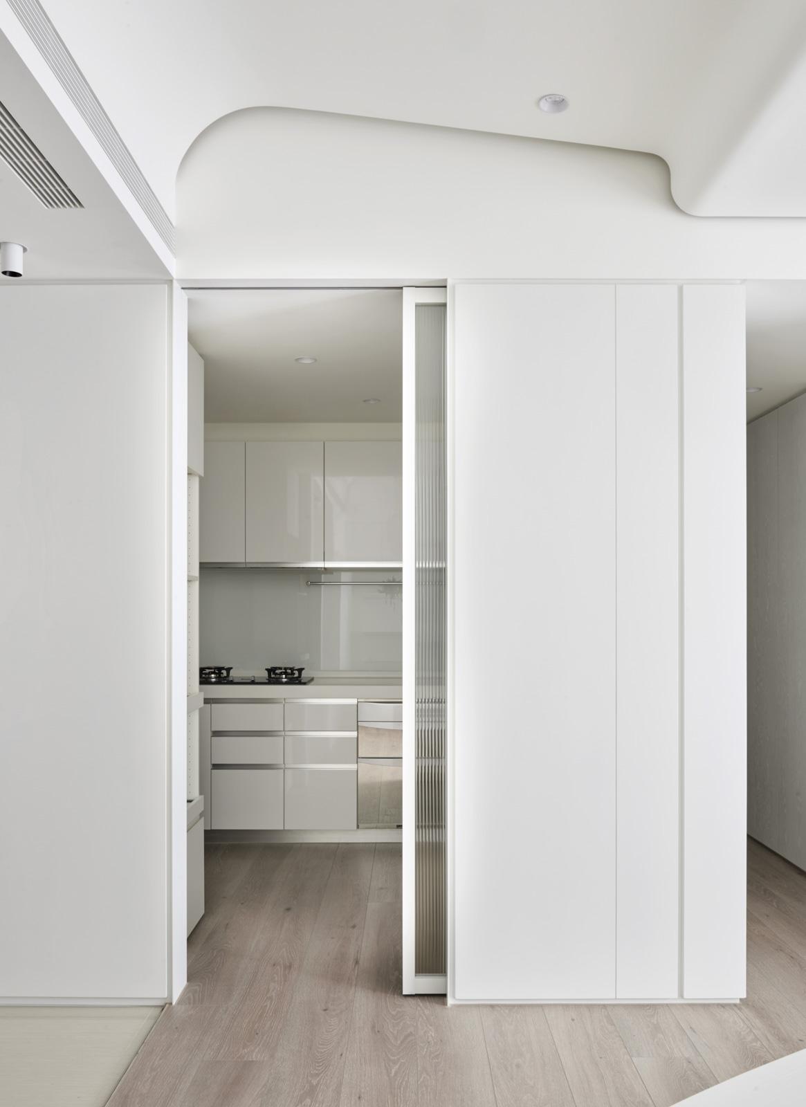 极简风白色公寓厨房装修效果图