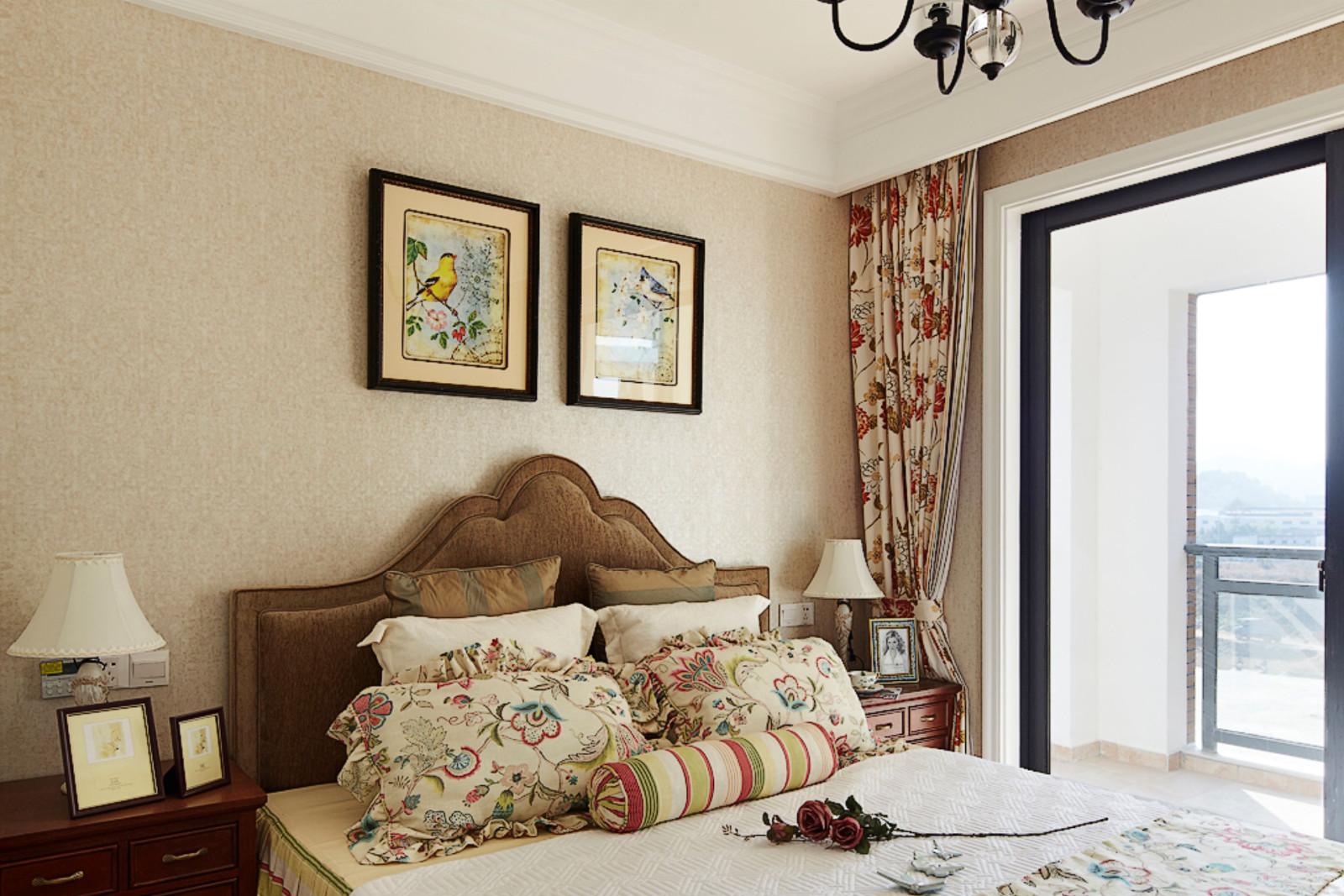 温馨美式风格卧室装修效果图