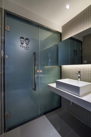 75㎡现代简约卫生间装修效果图