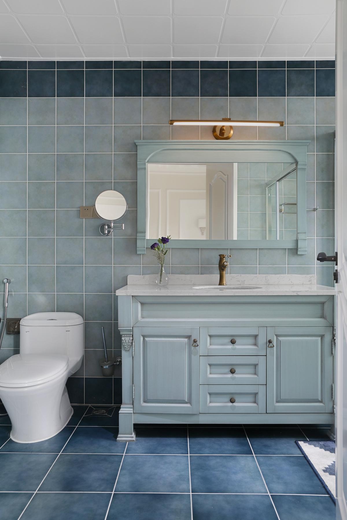 大户型美式风装修浴室柜设计图