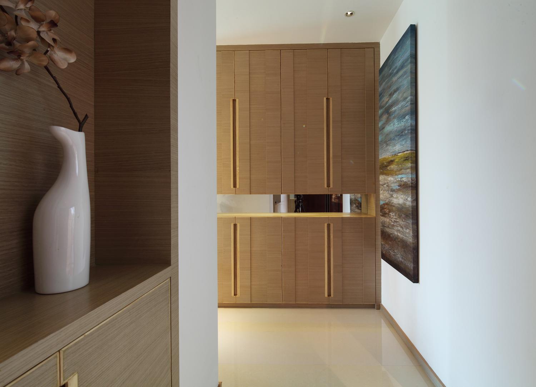 二居室现代简约玄关装修效果图